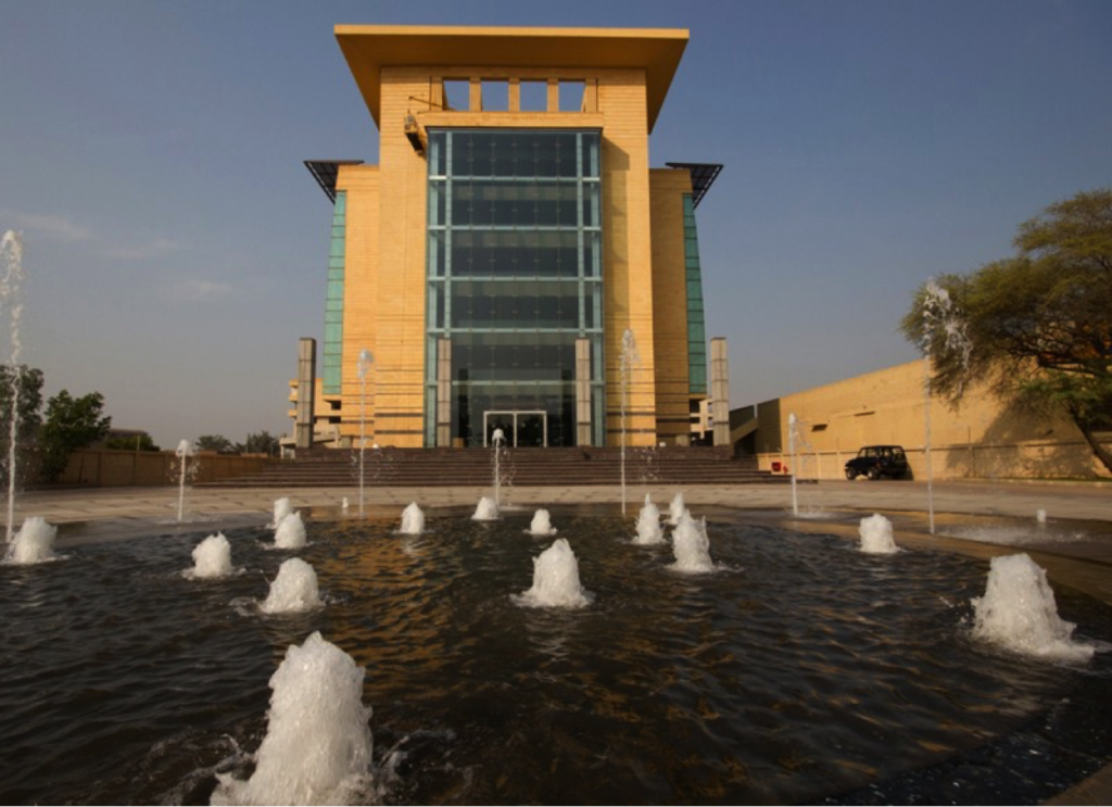 Description: A well-managed office building in Lahore